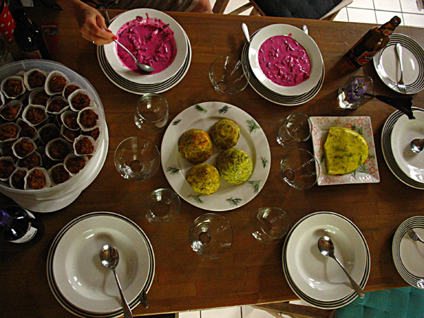līgo cold beet soup : self made cheese : savory cheese muffins